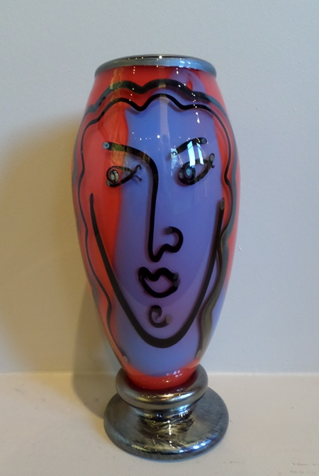 Bernstein Glass - Large Red Tall Face Vase border=